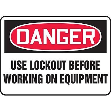 Accuform Signs® - Panneau de sécurité « DANGER USE LOCKOUT BEFORE WORKING ON EQUIPMENT », 7 po x 10 po