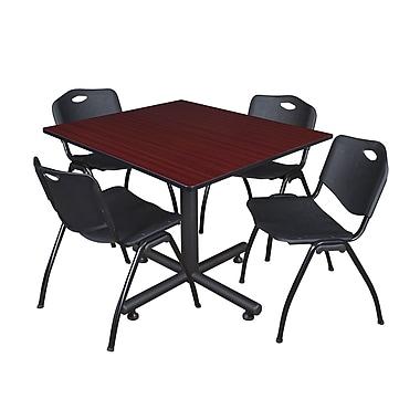 Regency ? Table carrée de 48 po avec chaises empilables