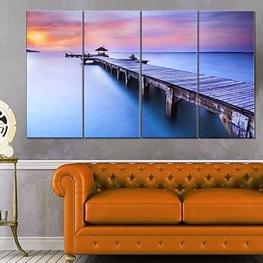 Art mural en métal, pont bleu en bois, paysage marin, photographie