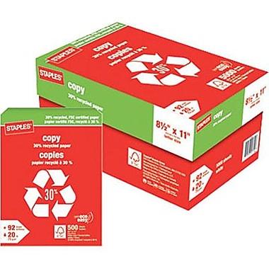 Staples® – Papier à copies recyclé à 30 % certifié FSC, 8 1/2 po x 11 po