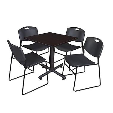 Regency ? Table de salle de pause carrée Kobe moka noyer de 30 po et 4 chaises empilables Zeng